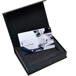 CARD USB W/BOX | Dolce Vita Product
